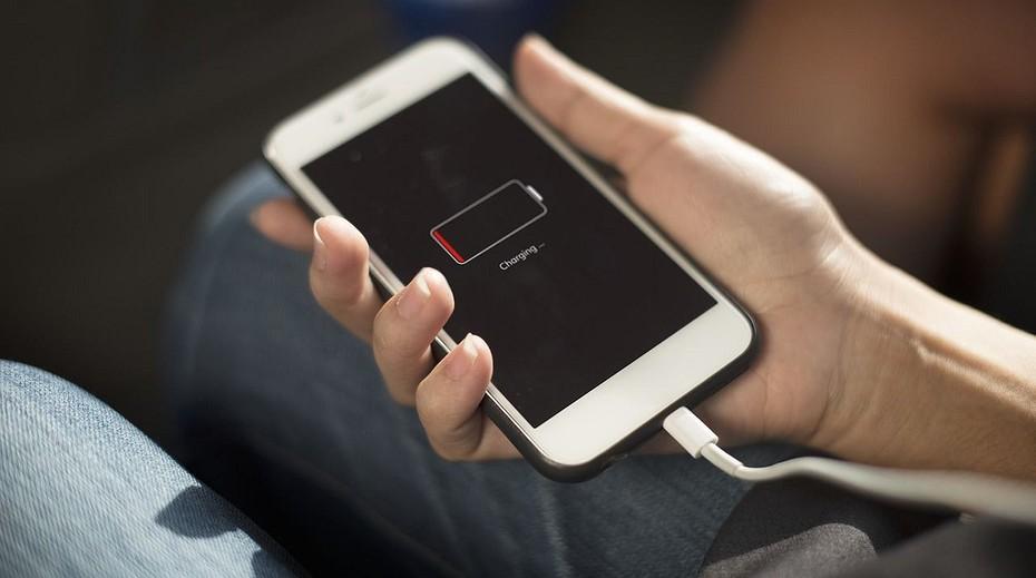 Почему батарея на телефоне быстро разряжается?
